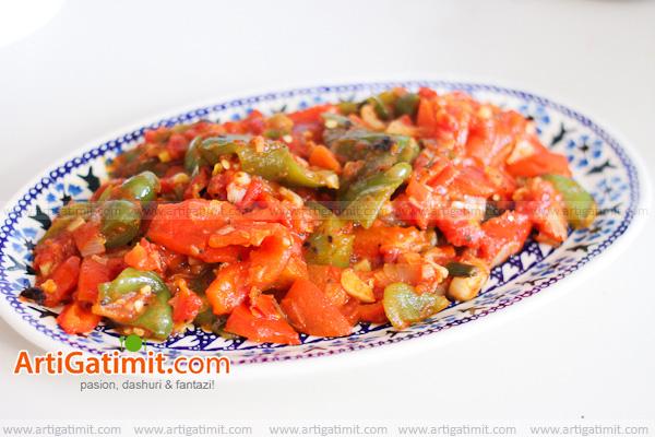 arti-speca-me-domate-receta-gatimi-tradicionale-shije