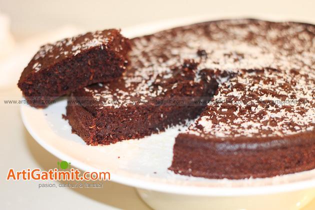 Tortë me kakao, kos e arrë kokosi - Arti Gatimit