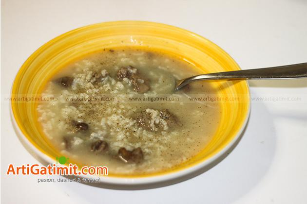 receta-per-femije-supe-orizi-un-gatuaj-tryeza-melci-pule-fresket
