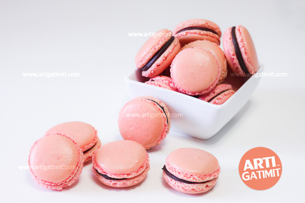 pink-french-macarons-recipe-chocolate