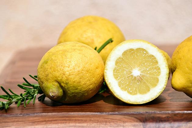Uje me limon - Vlerat per dieta dhe si te bini nga pesha